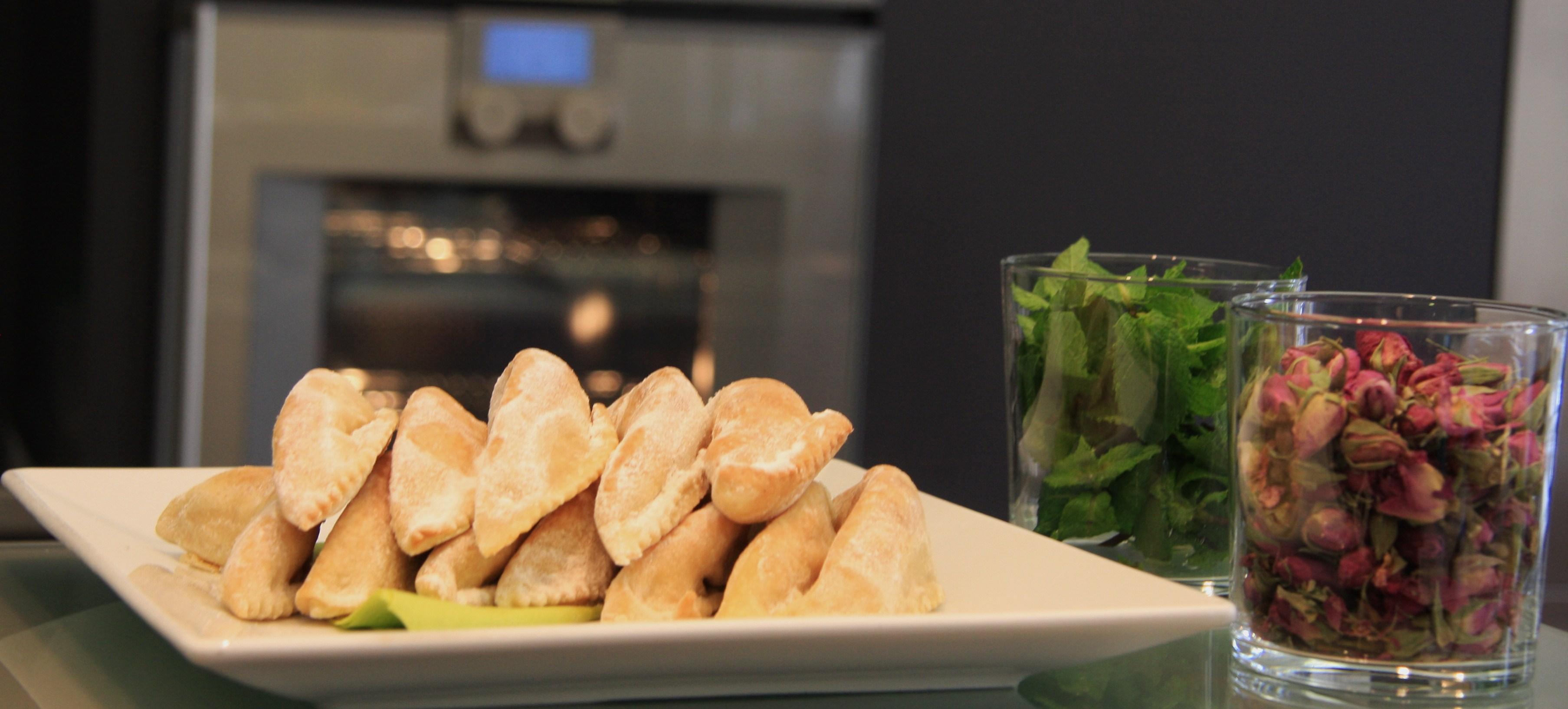 La recette du jeudi : Cornes de gazelle aux graines de sésame par Fatéma Hal