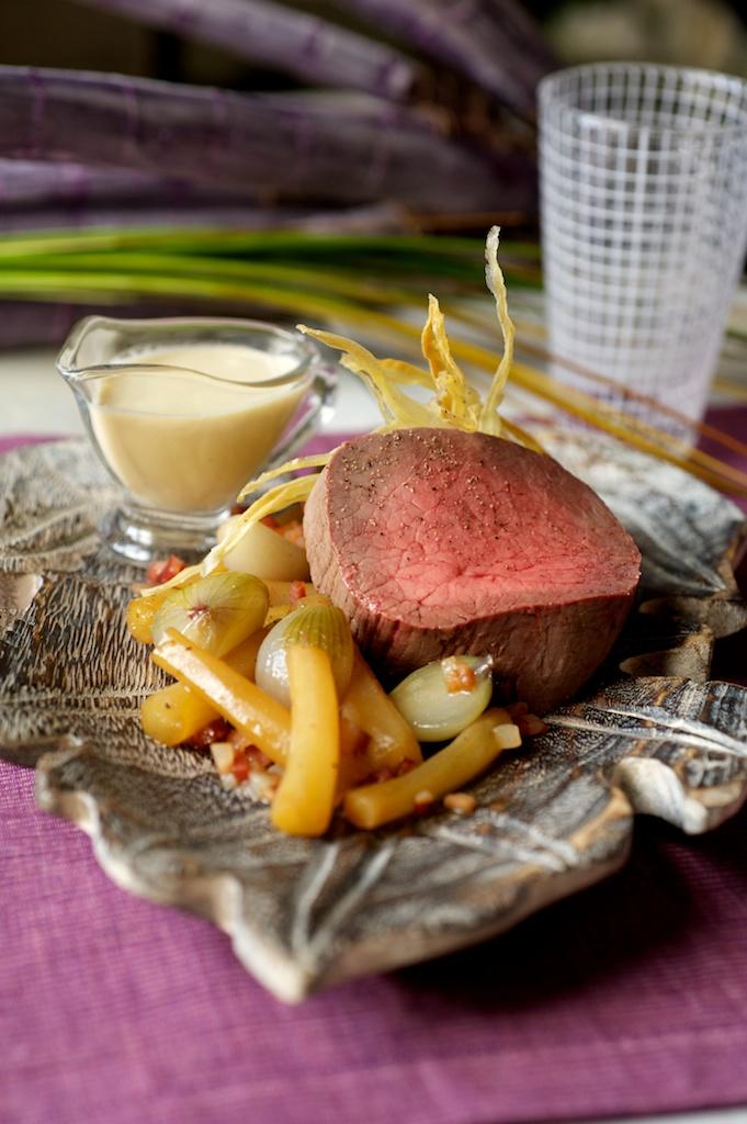 La recette du jeudi: Coeur de rumsteck poché à la ficelle, fumet de sauge, salsifis confits au lard et griselles, béarnaise légère au gingembre