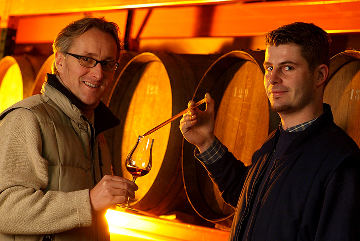 (c) Distillerie Bertrand