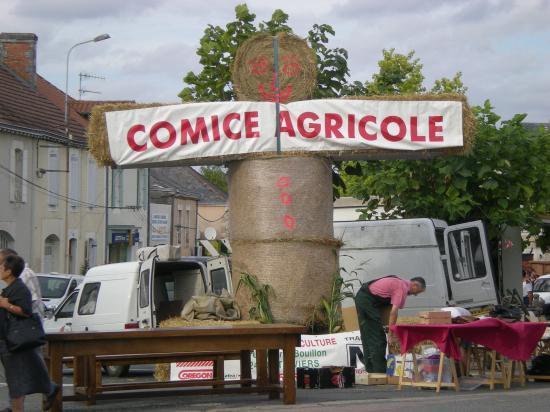 (c) Comice Agricole