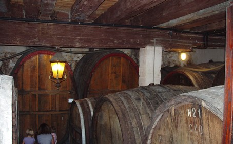 (c) Fête du vin nouveau